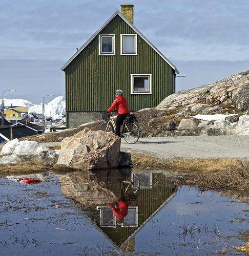 street red urban house snow reflection ice water bike square landscape cycle greenland afnikkor85mmf18d ilulisat