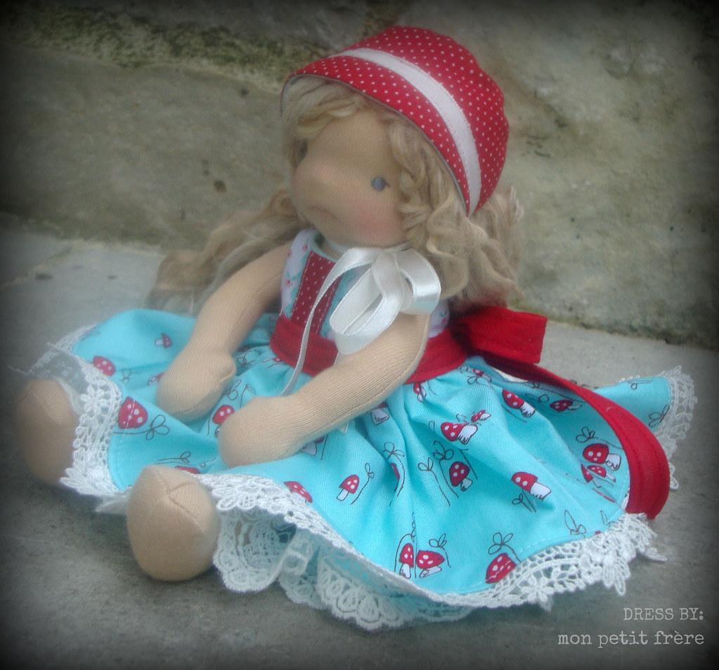Dress and bonnet set for Petit Fleur dolls