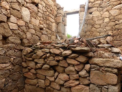 2ème maison de Ghjuncaghjola : l'intérieur avec vue de l'entrée en escalier