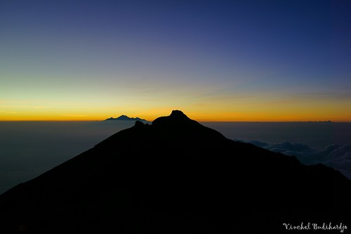 sky bali cloud mountain zeiss 35mm indonesia t dawn volcano outdoor hiking sony f2 sonnar rx1