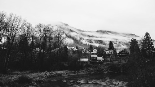 homes blackandwhite mountain fog canon river landscape washington scenic pacificnorthwest pnw canonef2470mmf28lusm leavenworth canoneos5dmarkiii