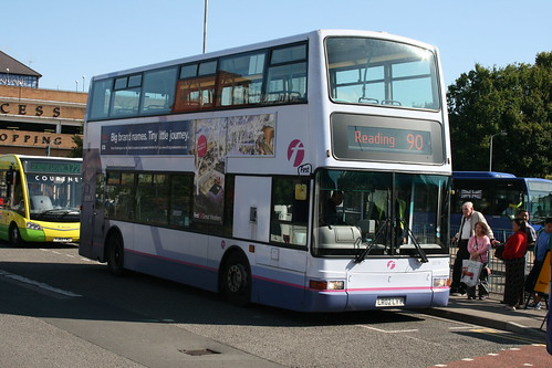 First Beeline 33179 on Route 90 via Southern Estates, Bracknell Bus Station