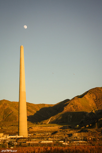 sunset moon utah stack smokestack goldenhour kennecott molybdenum lincolnhighway