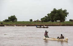 Refugees cross the Baro river
