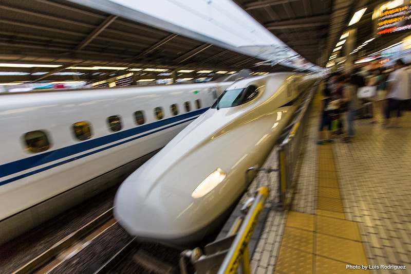 Shinkansen N700A llegando a Shin-Osaka
