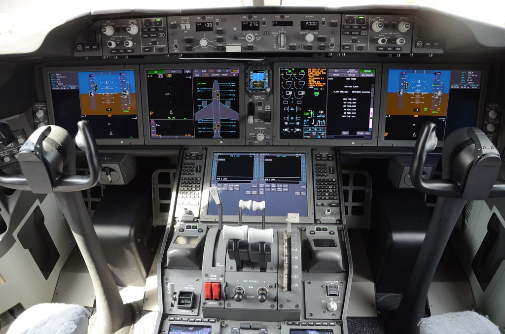 United Airlines Boeing 787 Dreamliner N28912 ZA295