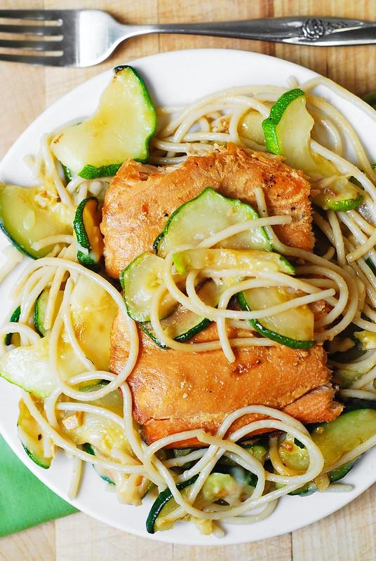 grilled salmon in foil, salmon and zucchini, zucchini pasta