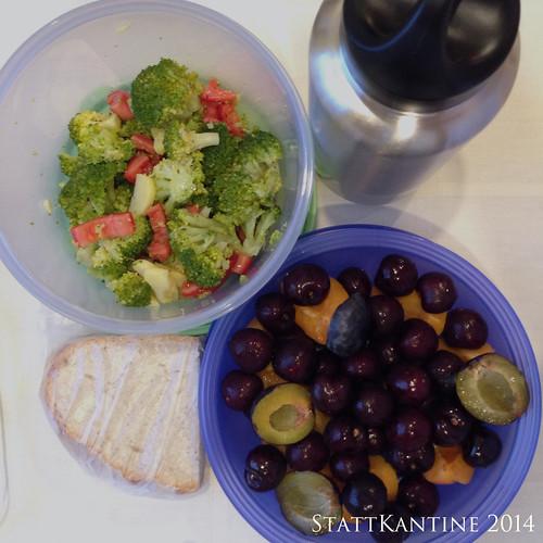 StattKantine 18.09.14 - Gemüsesalat, Käsebrote, Obst