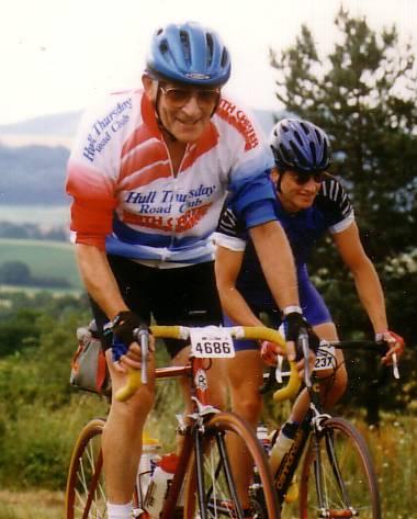 Vic Sutton riding l'Etape in Hull Thursday Road Club kit.