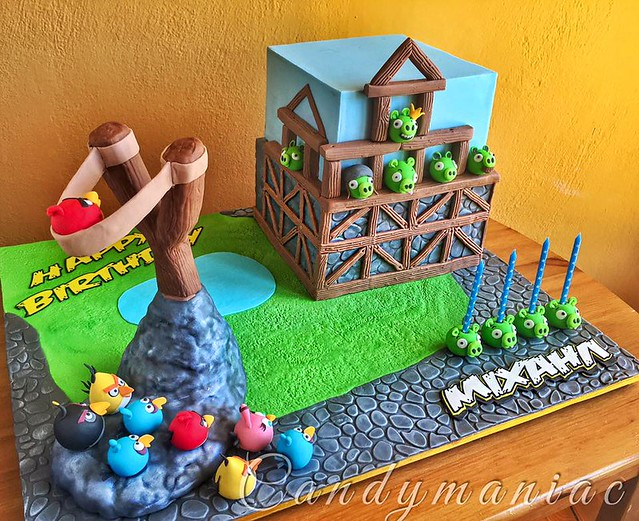 Angry birds cake with chocolate mud cake and swiss meringue buttercream with Oreo cookies by Candymaniac