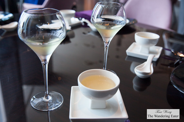 Glaaes of Chardonnay with oolong tea