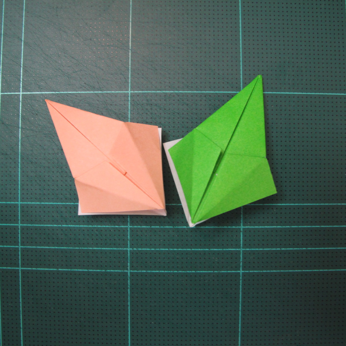 การพับกระดาษแบบโมดูล่าเป็นดาวสปาราซิส (Modular Origami Sparaxis Star) 013