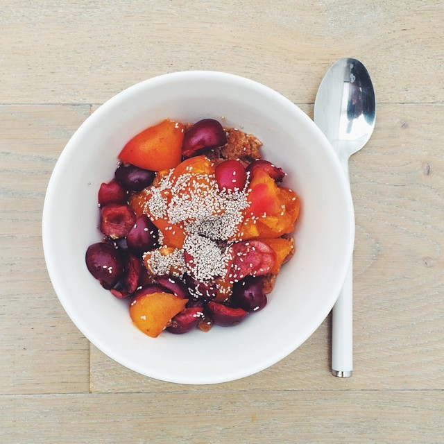 A nice way to finish my cherries week and start the apricot one: cherries, apricots, doves gluten free cereal flakes, almond milk, chia seeds. Breakfast fruit salads. #instafood #instasalad #feelgood #healthy #healthyfood #saladpride #saladlove #saladjam