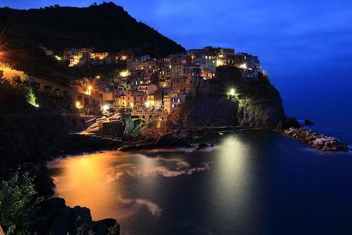 等待夜歸人  ~ Dusk @Manarola,  the Cinque Terre 五鄉地(五漁村) ~