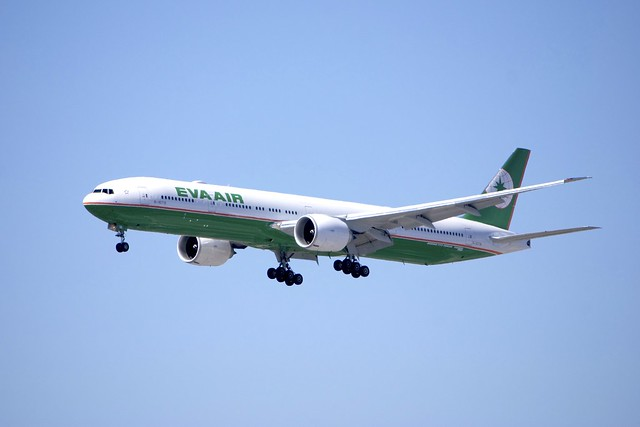Boeing 777 Eva Air letdown DSC_0004