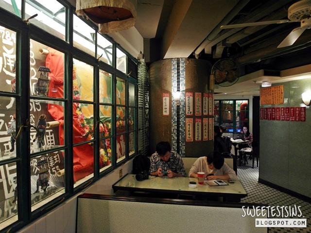 worlds first starbucks store bing sutt corner hong kong duddell street starbucks (11)