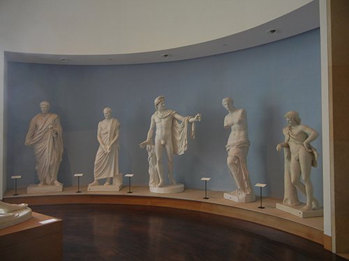 DSCN1426 _ The William J. Battle Collction of 60 19th cen plaster castes, reproduction of ancient Greek and Roman sculptures, Blanton Museum