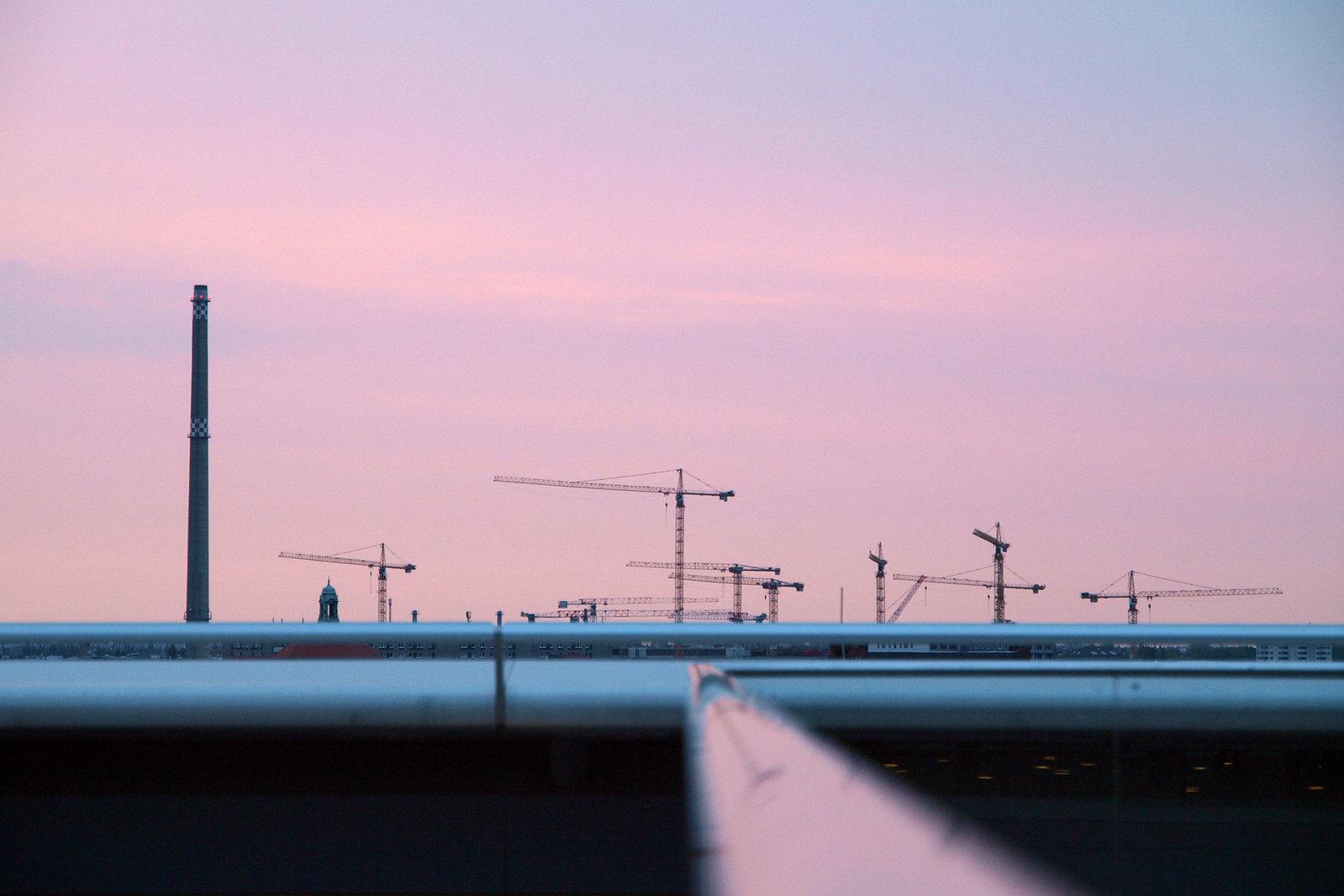 Architecture à Berlin - Les grues vues depuis le toit du Reichstag