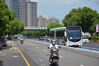 BRT與慢車道
