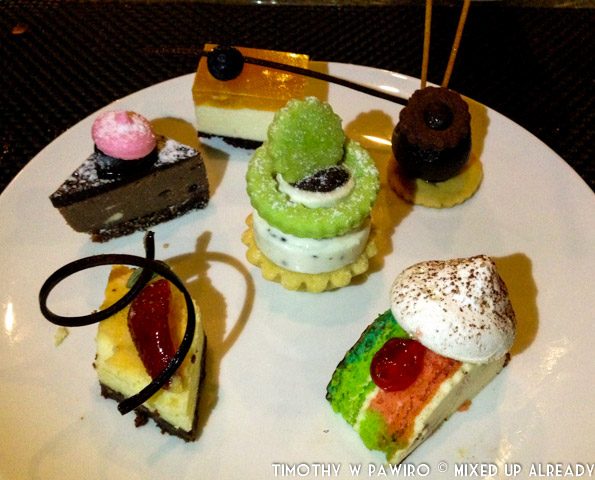 Bandung - Padma Hotel - The Restaurant - Kampung Nelayan - Dessert - My choice of canapes