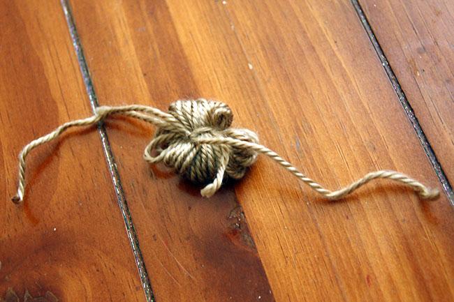 Pom-Pom_Tie-knot