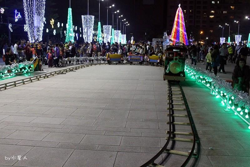 31589686595 1eebb01019 b - 2016台中耶誕YA!耶誕嘉年華,市政廣場耶誕節系列活動,讓你白天與夜景一次看個夠