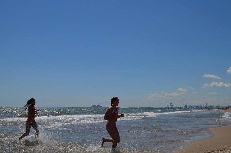Alba y Belén saliendo del mar - WOD Cindy