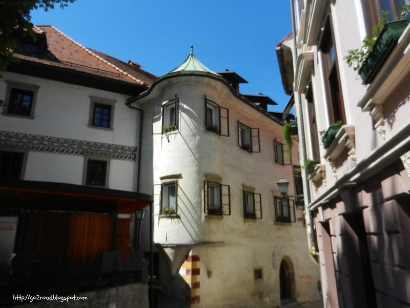 Дома Словении