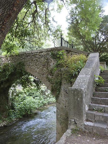 vieux pont sur le gapeau