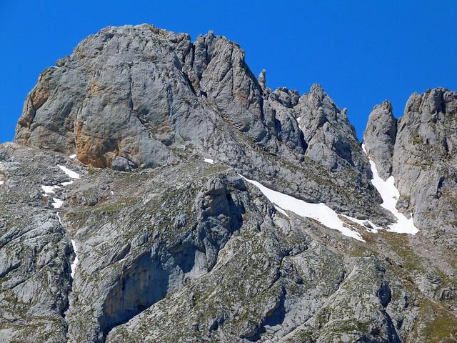 Peña en Picos de Europa (Cantabria)