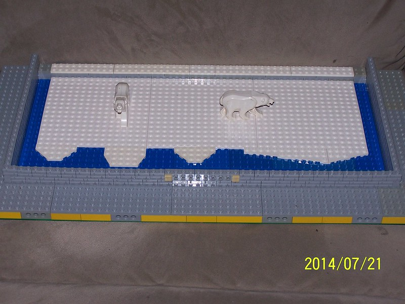 Chris and Mel's Polar Bear Exhibit for Brickspo 2014 14527152509_ce3dba0418_c