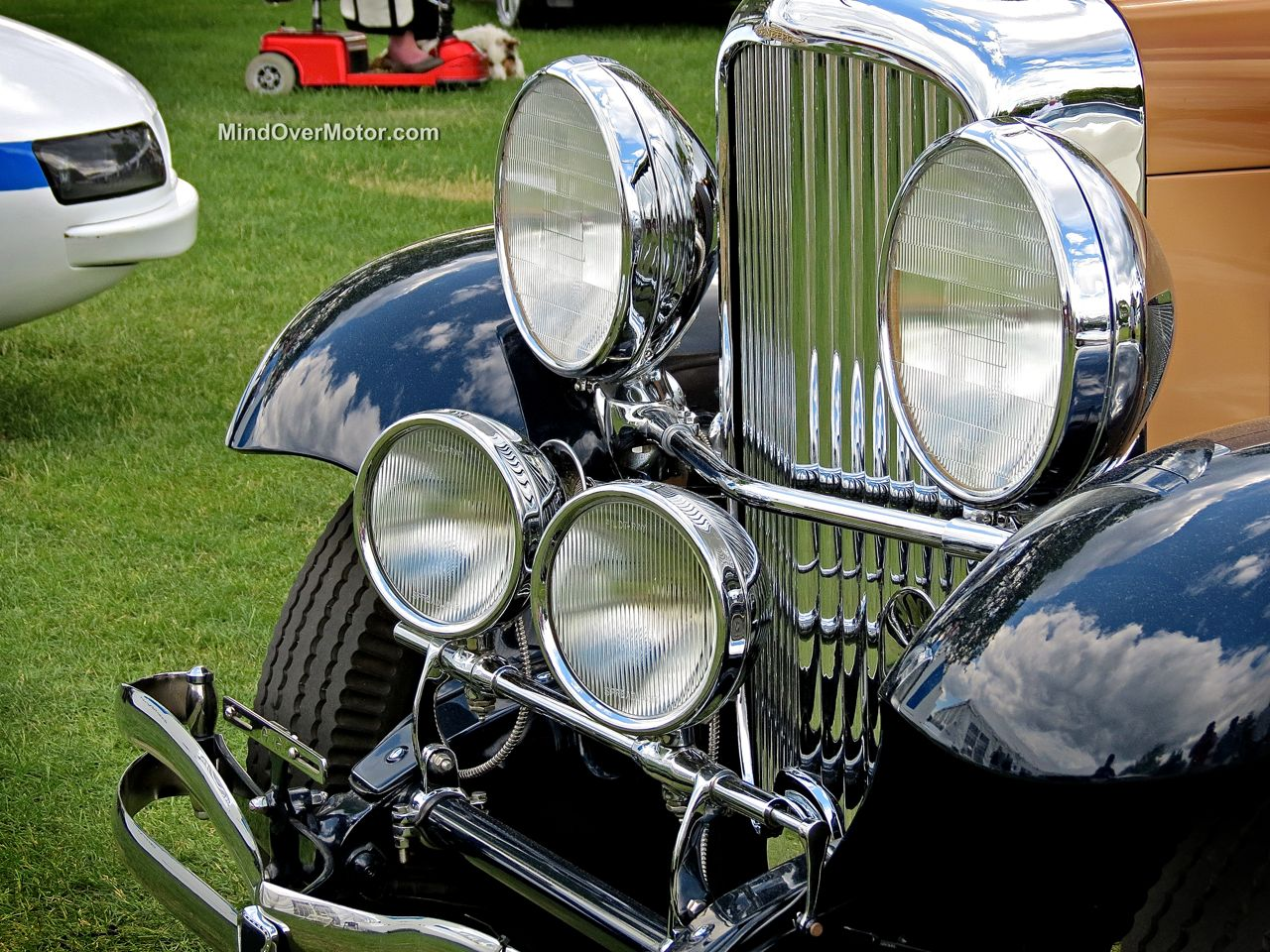 Duesenberg SJ562 at Greenwich Turning Headlights
