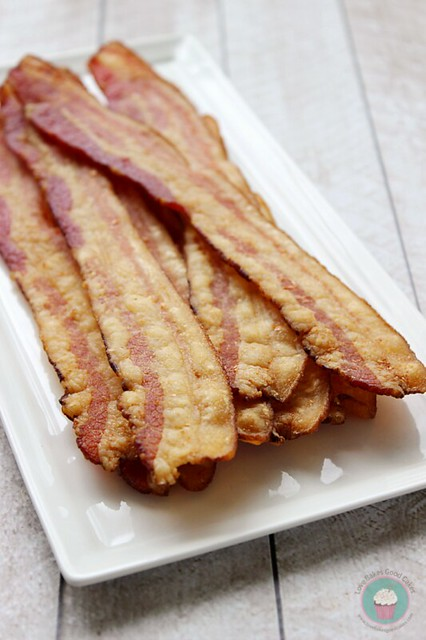 Avoid bacon grease splatters with this Oven-Fried Bacon! Super simple! #baconmonth #putsomepiginit
