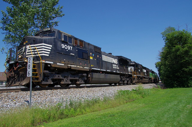 Parade Of Westbounds In Louisville Including Ns 3542