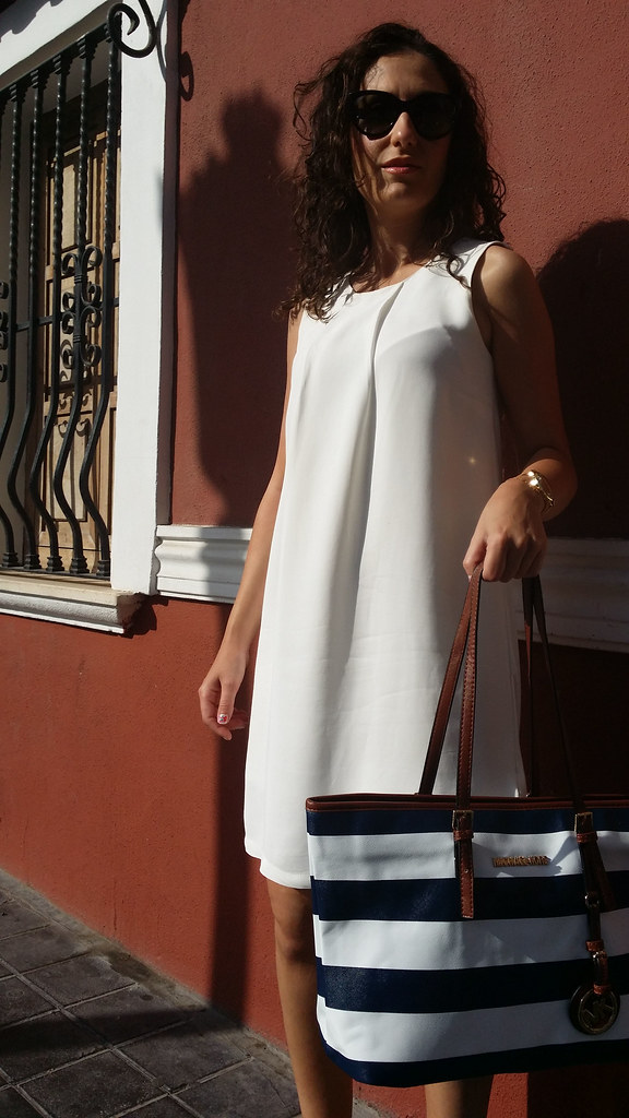Marinero, Little white dress, LBD, cuñas maquillaje corcho, shopping bag, rayas azules y blancas, sailor, makeup wedges cork soles, blue and white stripes, Massimo Dutti, Stradivarius, Michael Kors, Aristocrazy, Calvin Klein
