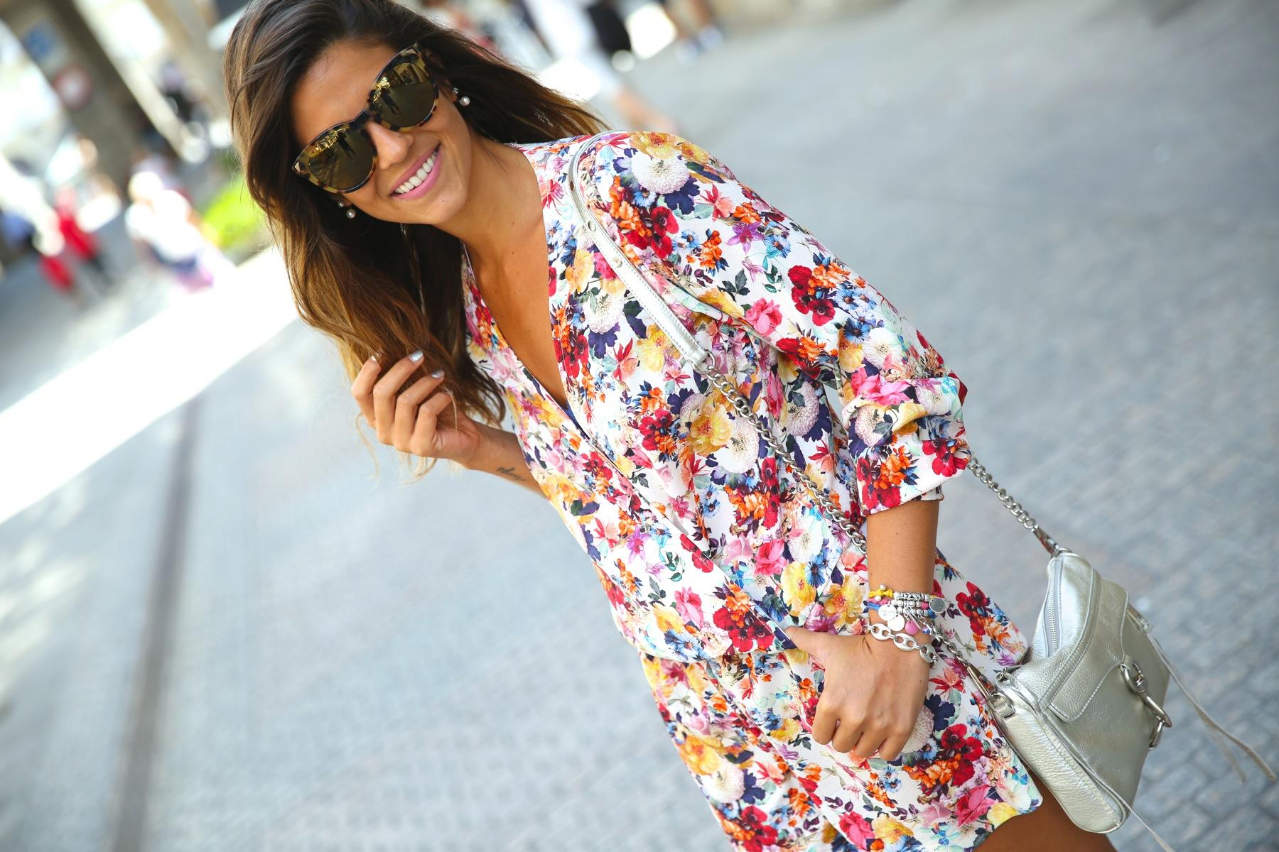 trendy_taste-look-outfit-street_style-ootd-blog-blogger-fashion_spain-moda_españa-mono-flores-flower_print-verano-summer-overall-la_coruña-4