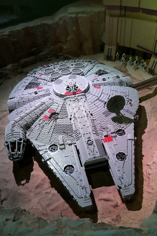 The largest ever LEGO model of the Millennium Falcon: 19,200 pieces of LEGO and 143 hours to build