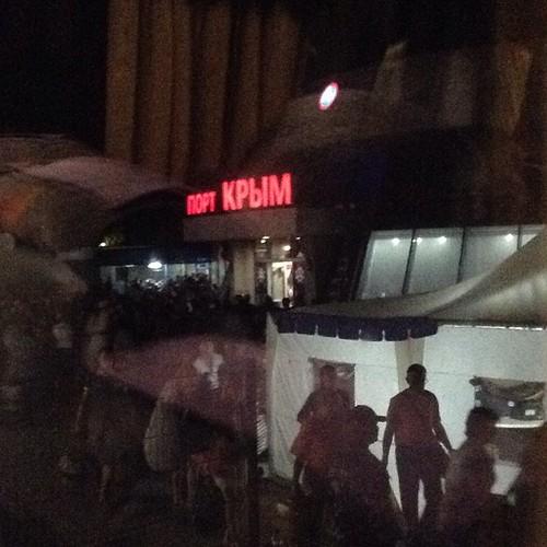 Переправа закончена, сели в автобус. Занимает это действо на большом пароме 3 часа. Здравствуй, Крым! #наавтобусевкрым