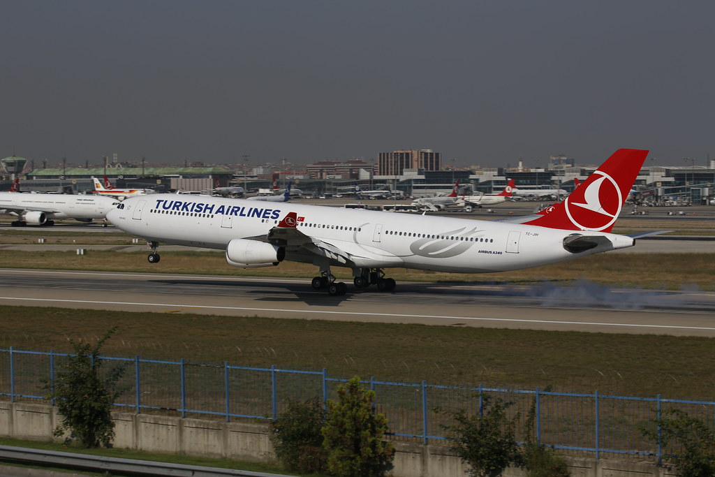 Turkish Airlines Airbus A340-300 lands in Istanbul (TC-JIH)