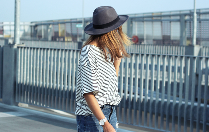 Outfit-hm-grey-fedora-hat-striped-tee