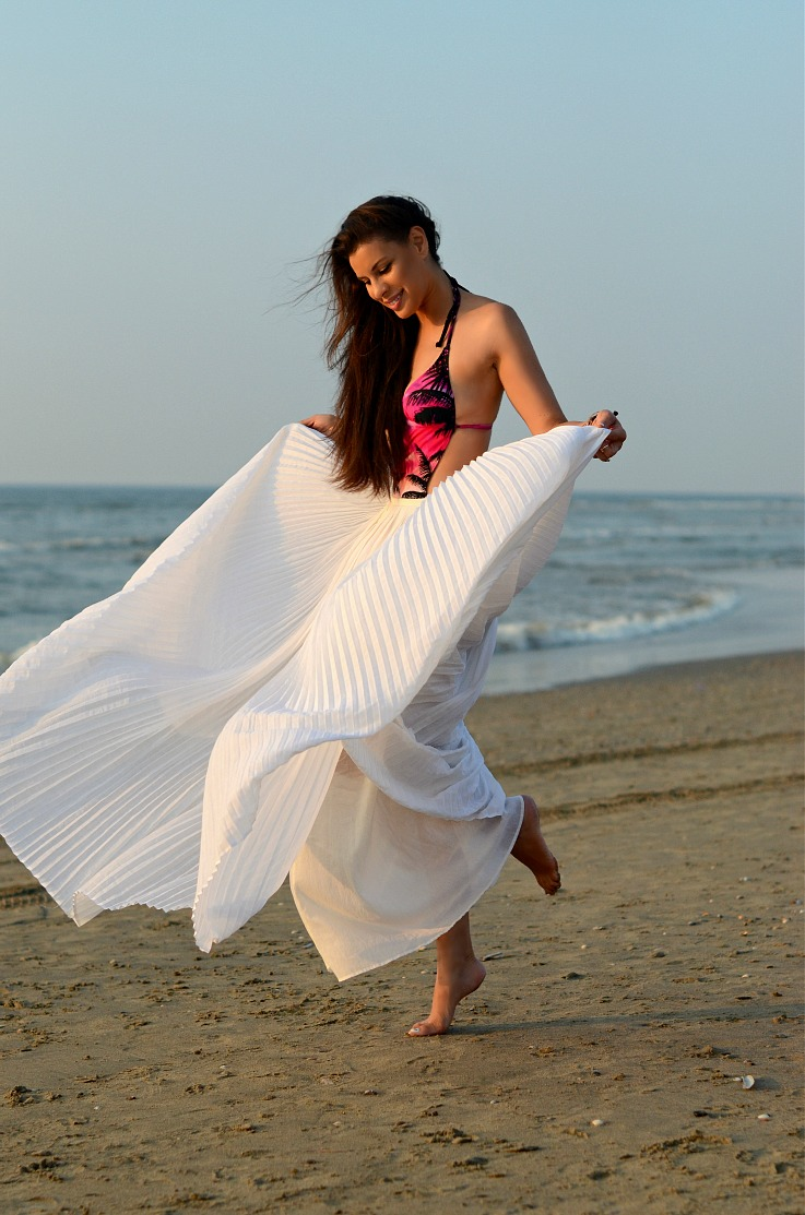 DSC_6771 Tony Cohen, White pleated maxi skirt, Hunkemoller Bathing suit