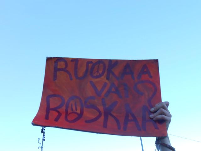 Mielenosoitus eduskuntatalolla 4.9.2014 - B