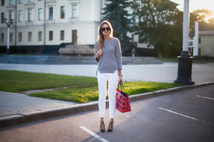 street-style-white-jeans-grey-jumper-nika-huk