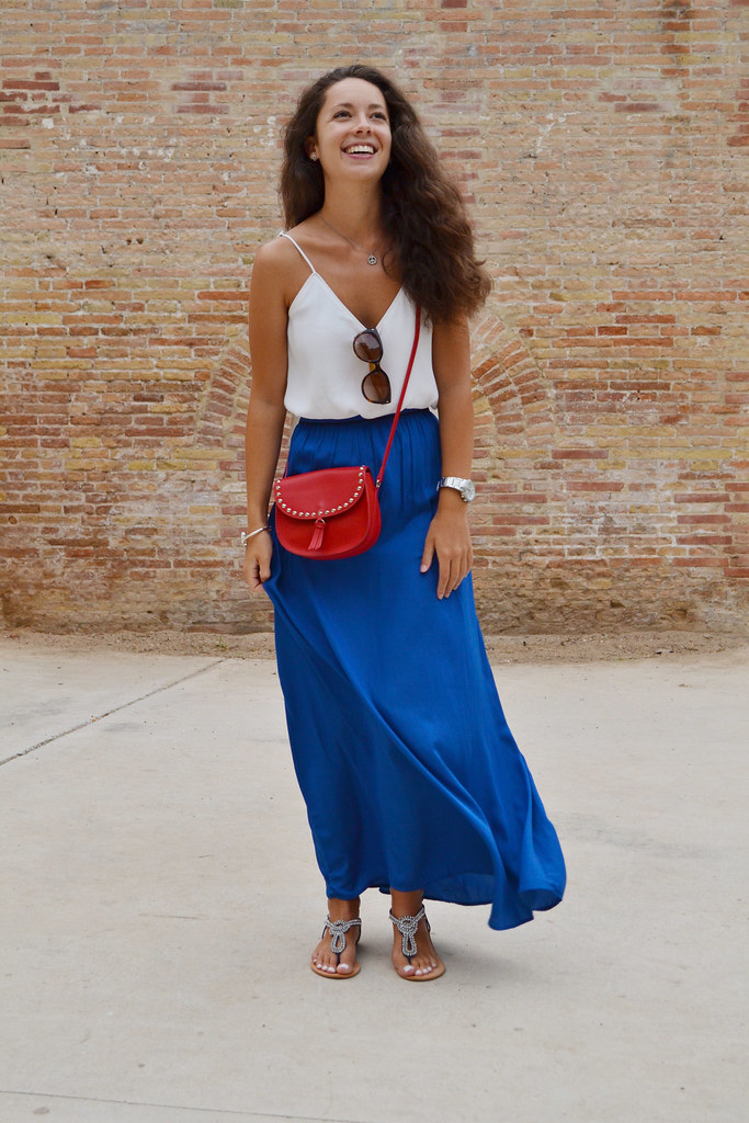 Falda azul eléctrico