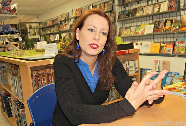 Soledad Gómez, nueva presidenta de los comerciantes de CONFAES (ASECOV), responde a una pregunta de la entrevista.