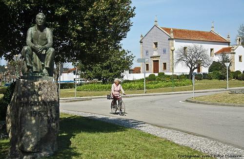 Monumento ao Emigrante - Loureiro - Portugal
