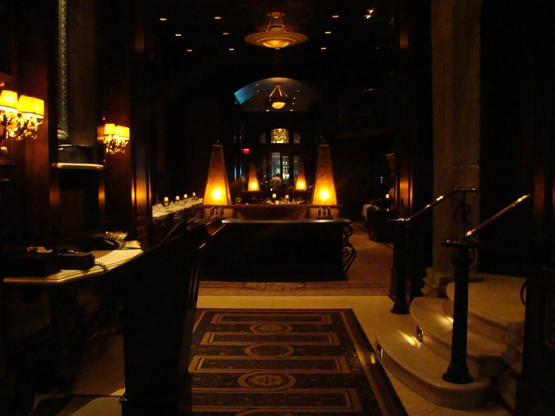 Hy's Steakhouse entrance