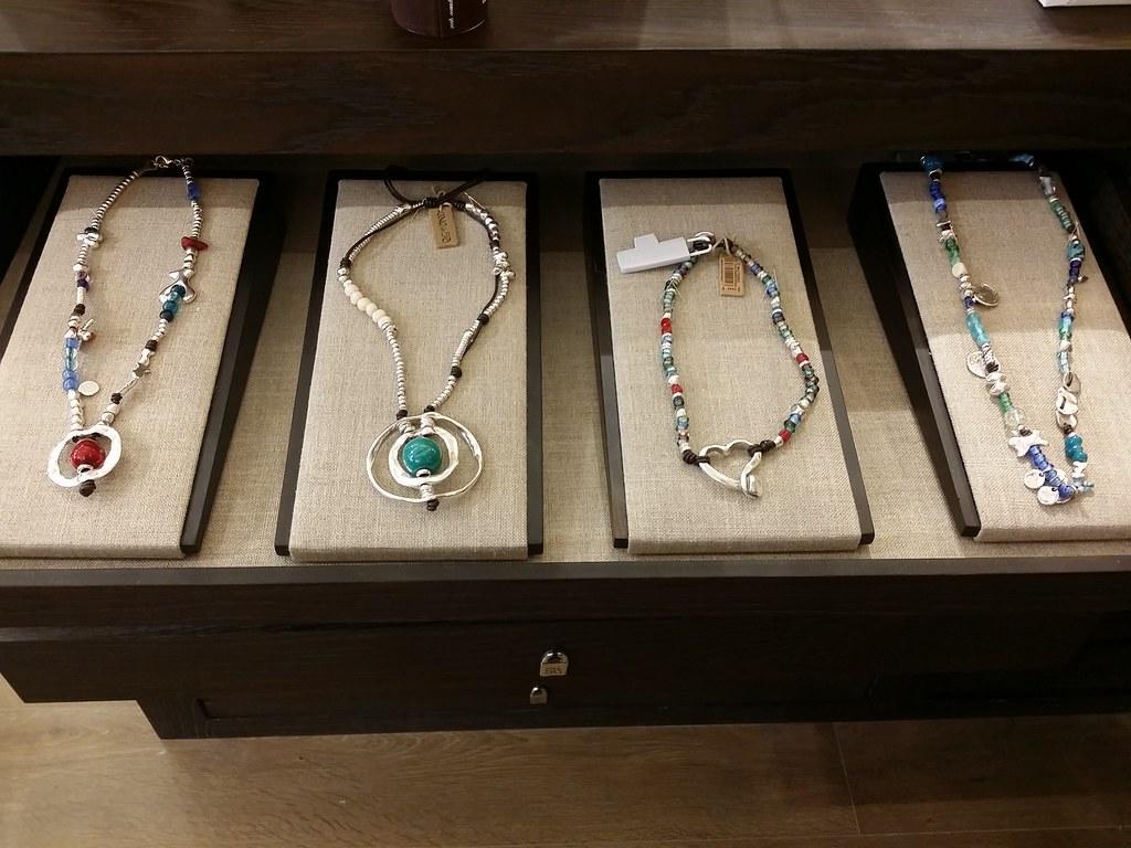 Uno-de-50-colored-necklace