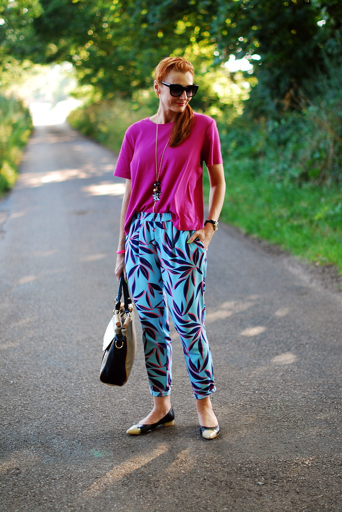 Palm print trousers and hot pink top #summer #style
