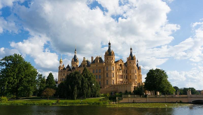 the castle of Schwerin  /  das Schweriner Schloss